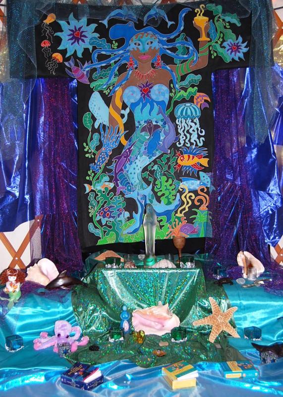 Queen altar 8